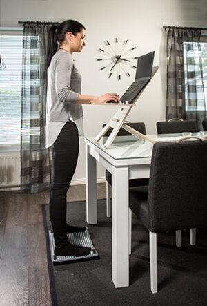 GetUpDesk Light – korkeussäädettävä tietokonepöytä etätyöhön