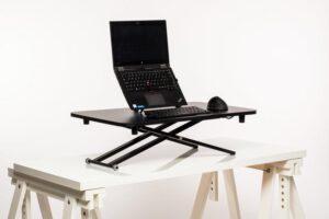 Stoo® Desk On Desk LITE, kotitoimiston pieni säädettävä pöytätaso 73x47cm musta
